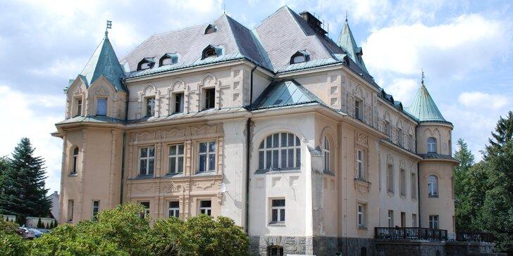 Dovolená ve stylu první republiky: pobyt na Kramářově zámku s polopenzí a saunou