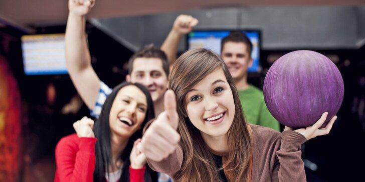 Zábava i bezva bašta: bowling až pro 8 osob a k tomu žebra nebo mini řízečky