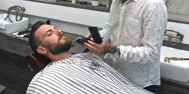 Pánský střih (klasický či strojkem) i holení a drink v italském barber shopu