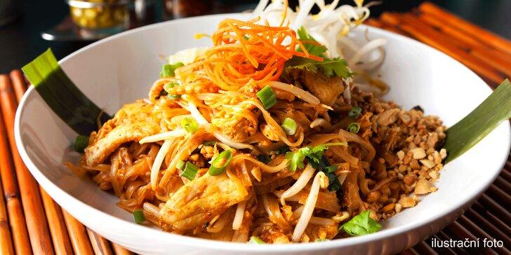Vyhlášené nudle Pad Thai (hovězí, kuřecí nebo krevety), předkrm i dezert
