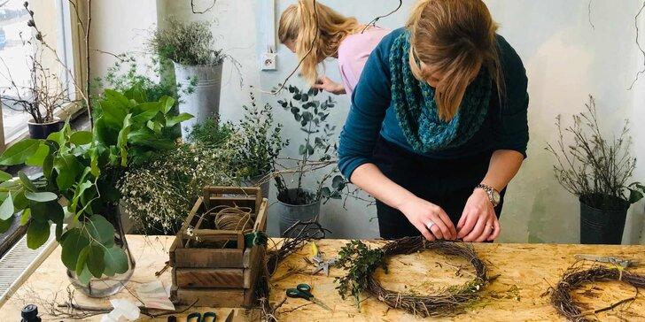 Aranžujte květiny nebo věnce: workshop v uměleckých ateliérech v Pragovce