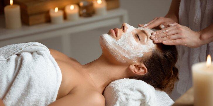 Luxusní kosmetické ošetření s alginátovou maskou pro zpomalení procesu stárnutí