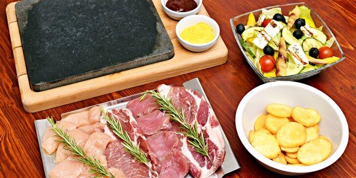 Chodovská tvrz: 3 druhy masa na lávových kamenech i s lahví vína