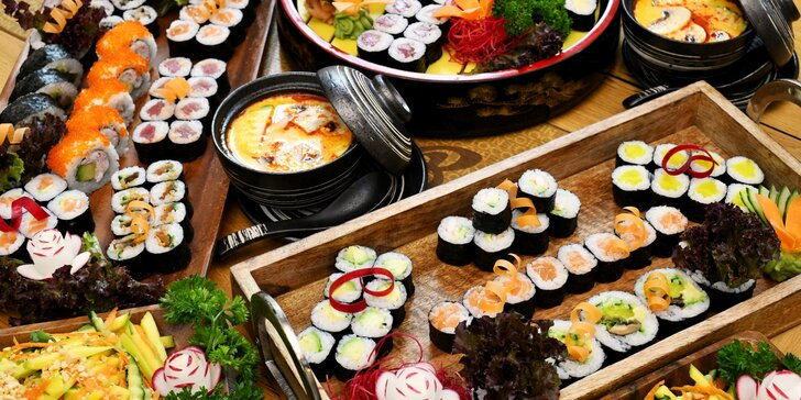 Sushi sety v Restauraci 168: 24 až 50 rolek, thajská polévka i mangový salát