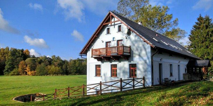 Podzim nebo zima ve stylovém romantickém mlýně na samotě pro pár i rodinu