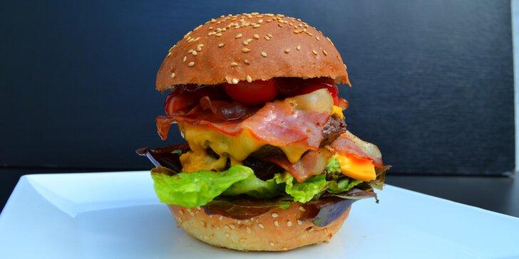 Pořádná nálož masa: T-Rex Burger a hranolky k tomu