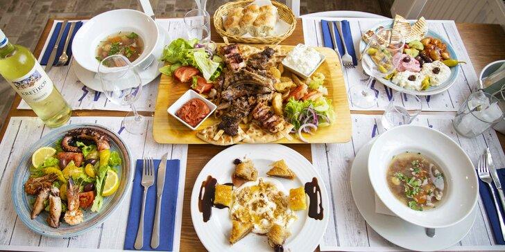 Řecké degustační menu pro 2 osoby: mořské plody, masový talíř, mix dezertů i aperitiv
