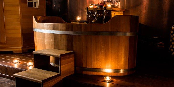 Spa koupele ve vířivé dubové vaně pro 2 osoby: koupel dle výběru, svíčky i hudba