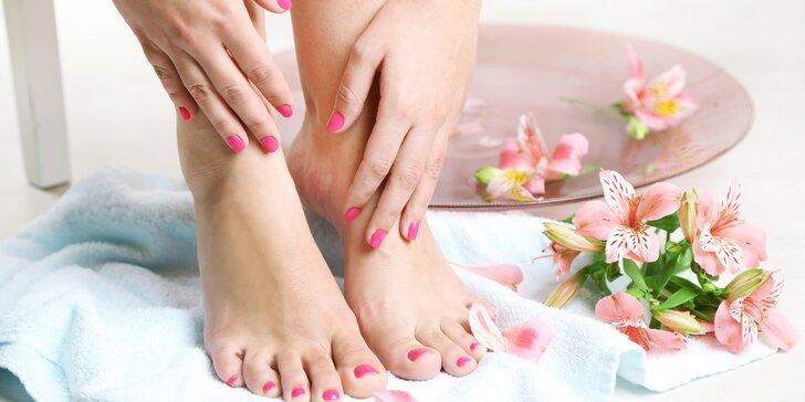 Hýčkání nejen pro dámy: Mokrá pedikúra, maska se zábalem a masáž