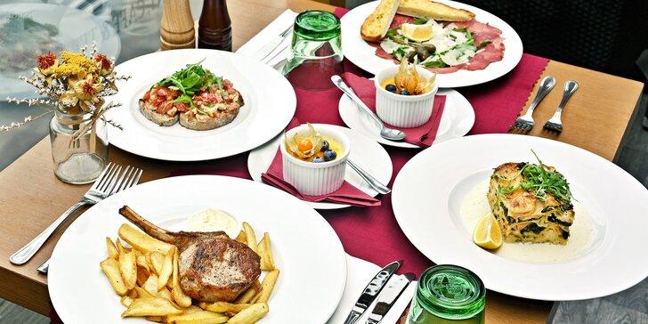 Skvělé jídlo s výhledem na Karlův most: tříchodové menu podle výběru pro 2 osoby
