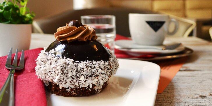 Dejte si svou sladkou pauzu u cappuccina a čokoládového dezertu