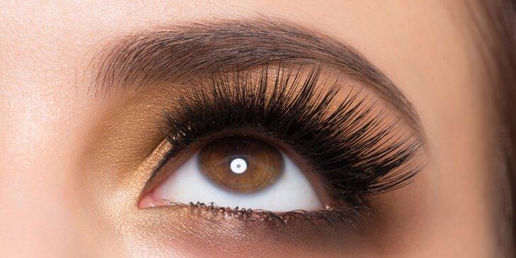 Oči jako šelma: prodlužování řas metodou řasa na řasu