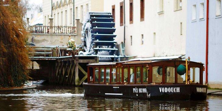 Vyhlídková plavba Pražskými Benátkami a vstup do Muzea Karlova mostu