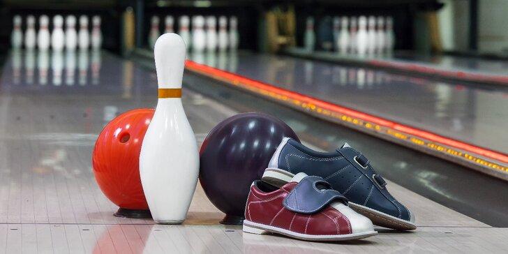 Vykutálená zábava: 1 nebo 2 hod. bowlingu i s velkou pizzou až pro 8 osob