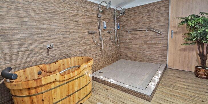 Romantika v privátním wellness se saunou, vířivkami a lahví vína pro dva