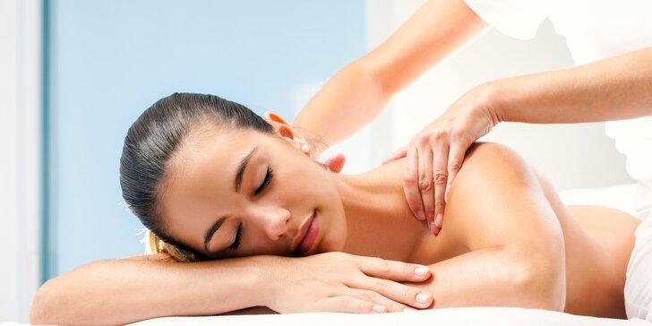 Relaxační masáž zad, hřejivé lávové kameny i zklidňující levandule