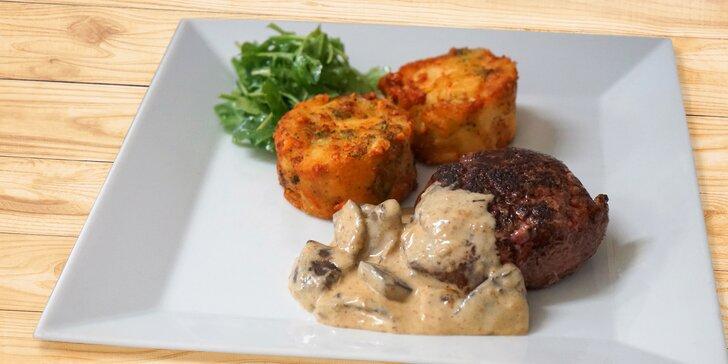 Předkrm a medailonky z vepřové panenky nebo pštrosí steak s hříbkovou omáčkou pro dva