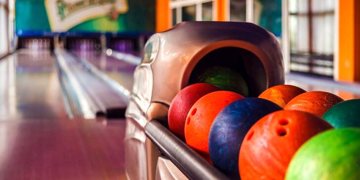 1 nebo 2 hodiny bowlingu a pizza dle výběru v Hotelu Moskva
