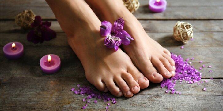 Relax pro vaše nohy: pedikúra s lehkou masáží, P-Shine i zábalem rukou