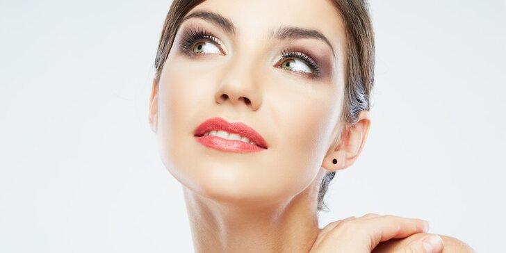 Permanentní make-up horních nebo dolních očních linek či kontura rtů