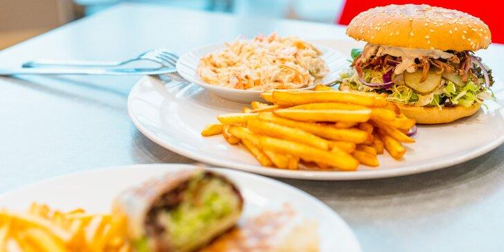Burger nebo tortilla s trhaným masem, hranolky a coleslaw pro 1 nebo 2