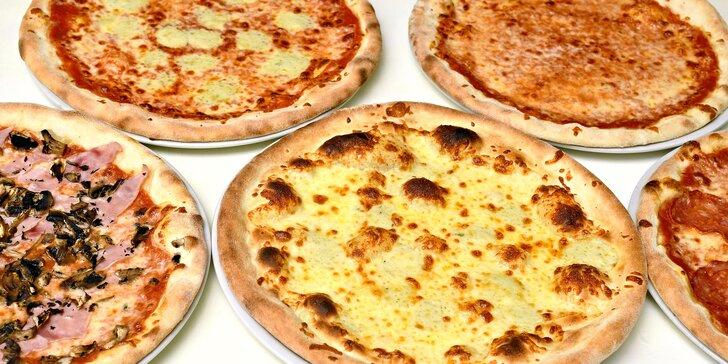 Restaurace blízko Karlova mostu: až 5 pizz dle výběru s sebou