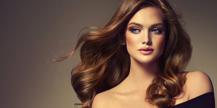 Oživte svou hřívu: nový střih i třeba melír pro dlouhé vlasy