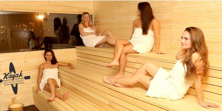 Do sauny na náplavku: parádní relax s výhledem na Vltavu a Pražský hrad