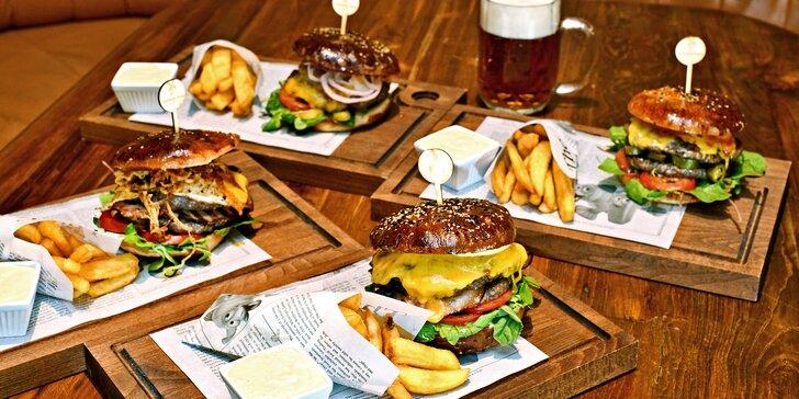 Domácí XL burger výběrem ze 4 druhů, hranolky i pivo v The Dutch Pub