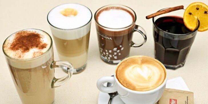 Horký nápoj podle výběru: kořeněný chai latte, čokoláda, kašmírský čaj, svařák i espresso