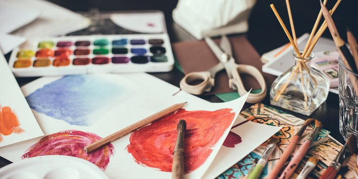 Vstup do umělecké dílny se širokým zaměřením: malování, keramika, dekorace a další
