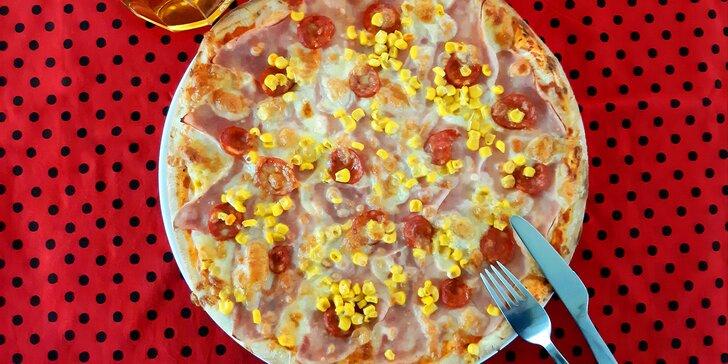 1 nebo 2 křupavé pizzy (Ø 32 cm) dle výběru v pizzerii Piccolíno