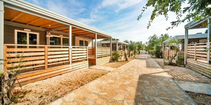 Chorvatský Biograd na Moru: moderní mobilní domy s vlastní kuchyňkou