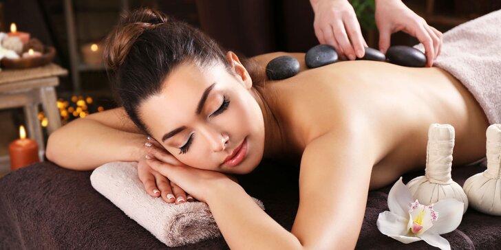 Relaxační hodinová masáž zad, šíje i plosek nohou lávovými kameny