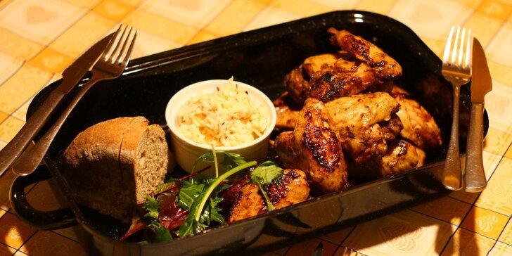Hodina bowlingu, dva burgery s hranolky nebo kuřecí křídla v BBQ omáčce