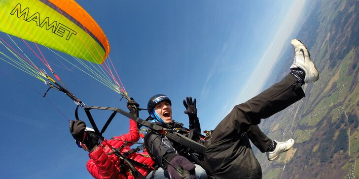 Adrenalin v oblacích: tandemový let se špetkou akrobacie či celý 5hodinový trénink