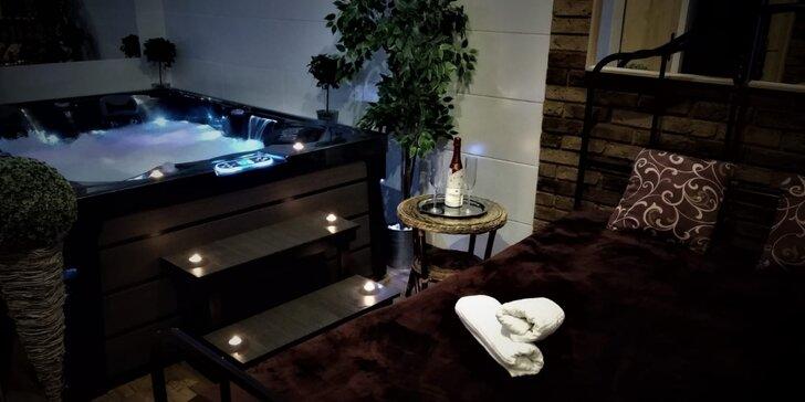 Romantika pro dva: 2 hodiny v privátním wellness s vířivkou, saunou a třeba i sektem