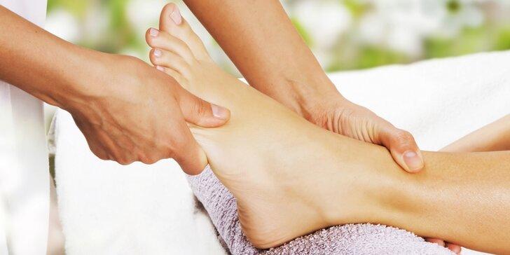 60 minut terapie pro vaše nohy: reflexní masáž chodidel a šíje