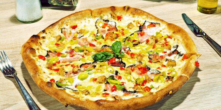 Křupněte si: pizza, Caesar salát nebo oboje v restauraci Ratejna v centru Brna