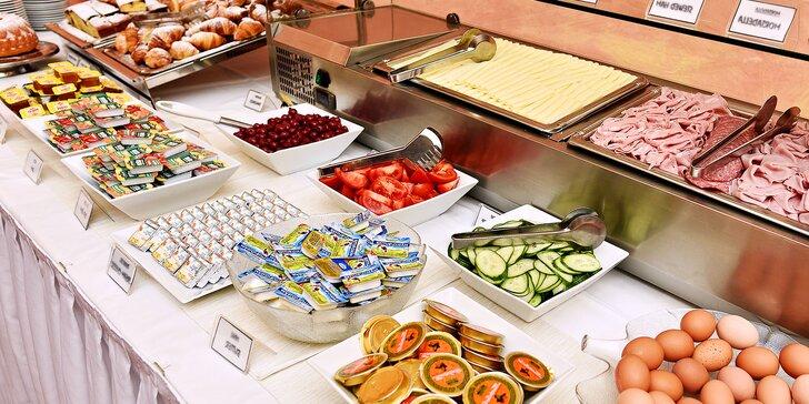Sněz, co můžeš: bufetová snídaně, jídlo až pro 2 děti do 4 let zdarma