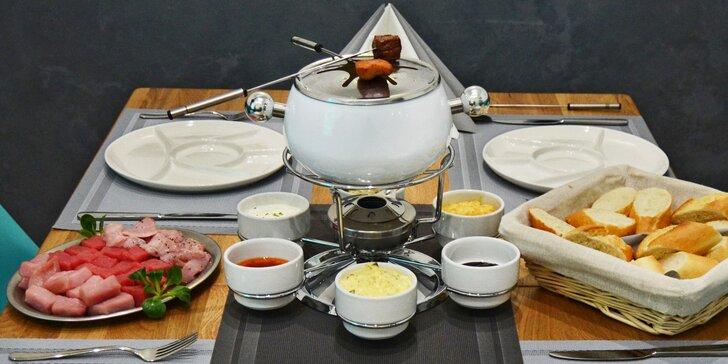Ochutnejte fondue bourguignonne: 3 druhy masa z farmy, 6 dipů a bageta