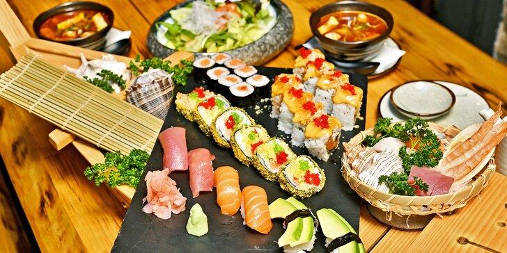Degustační menu pro dva: polévka tom kha gai, velký výběr sushi i lahev vína