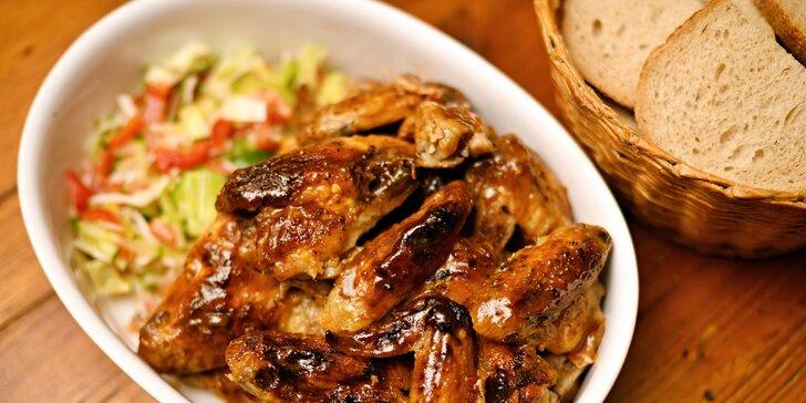 1 kg řízků nebo 2 kg pečených kuřecích křídel, příloha pro dva