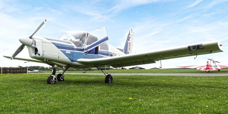 Vzhůru do oblak: 90 nebo 180 minut letu v letounu Zlín Z-43 až pro 3 osoby
