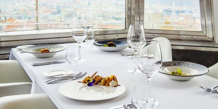 Oslavte Valentýna na Žižkovské věži: 5chodové menu s krevetami, foie gras i kachními prsy