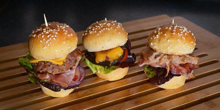 Co s sebou na svačinku: miniburgery podle výběru a křupavé hranolky