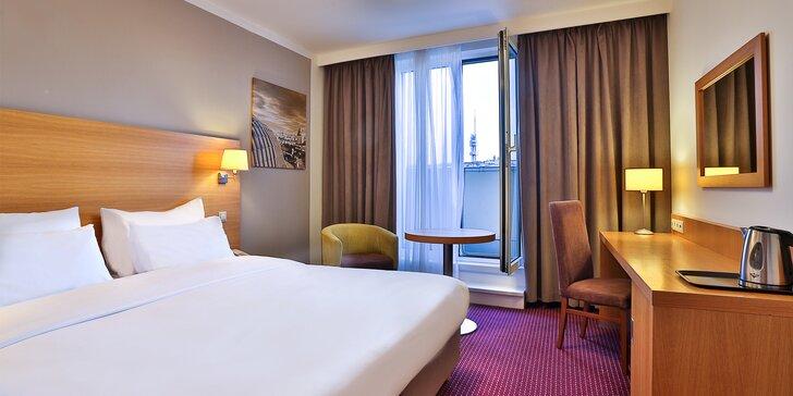 Za krásami Prahy: pobyt v luxusním hotelu v centru, snídaně, večeře i láhev vína
