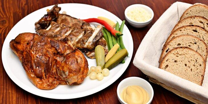 Masová hostina: pečené vepřové koleno nebo žebra s bramborovými dukátky