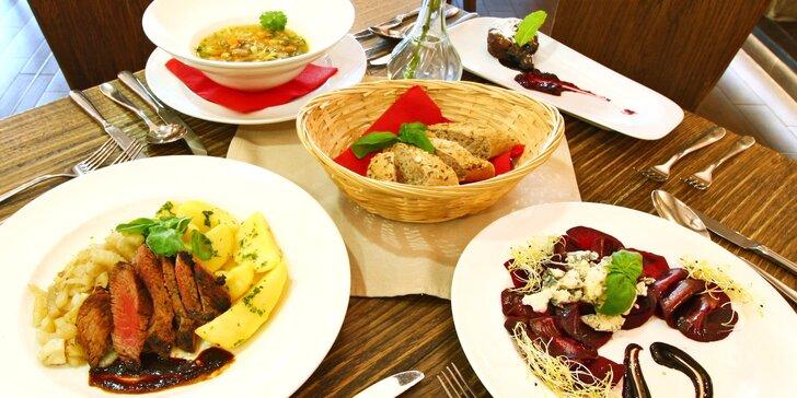 4chodové menu v restauraci s výhledem na Lysou horu: kachní prsa nebo pstruh i lahev vína