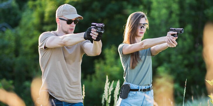 Akční romantika: nabité střelecké balíčky pro dva, až 21 zbraní a 111 nábojů